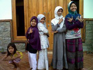 alfalfa termuda,kamila n friends dari hanifida jombang. kelas 3 SD