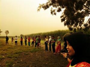jumat pagi,alfalfa senam sehat di lapangan.